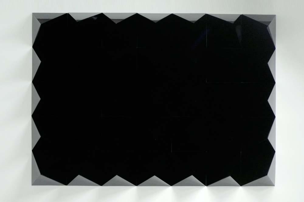 Anechoic wall , 2008, acier laqué noir, 210 x 150 x 50 cm.jpg