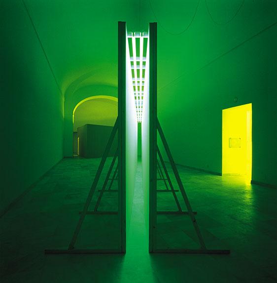 Bruce-Nauman-green-light-corridor_1